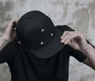 topi snapback bergaya tren masa kini